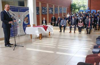 Szerződést kötöttek a duális hallgatók a partnercégekkel a szombathelyi egyetemen