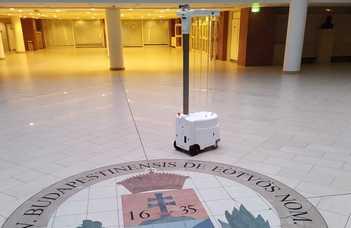 Intelligens Önjáró UV Fertőtlenítő Robot fejlesztés